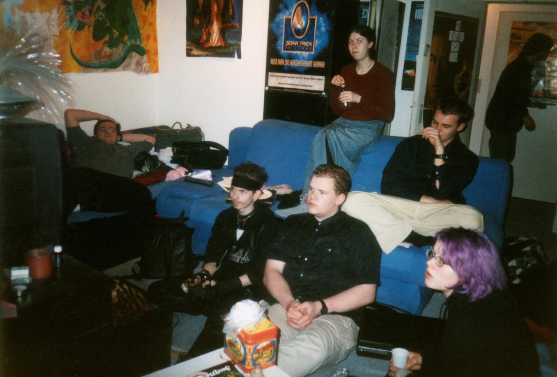 http://antihelios.de/indexhibit-photo/files/gimgs/124_supermario-spielen-bei-caro-party1999-01.jpg